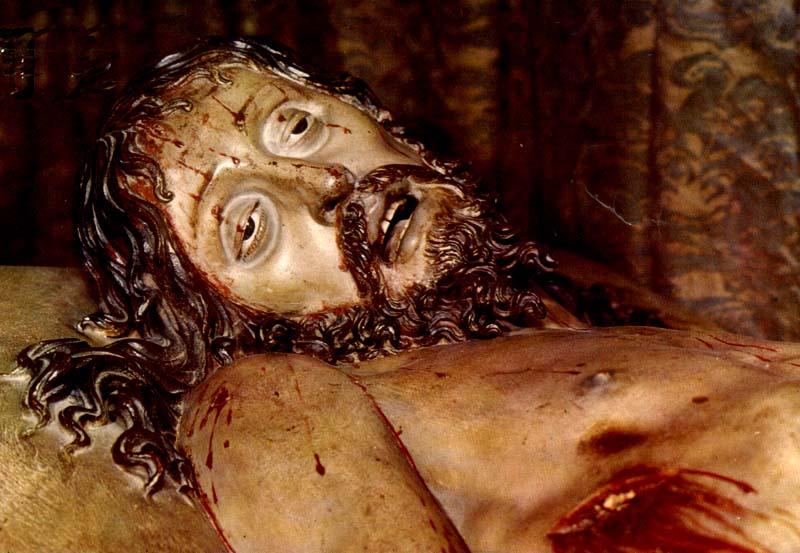http://www.lasalle.es/santanderapuntes/arte/barroco/escultura/espana/gregorio_fernandez_cristo_yacente_03.jpg