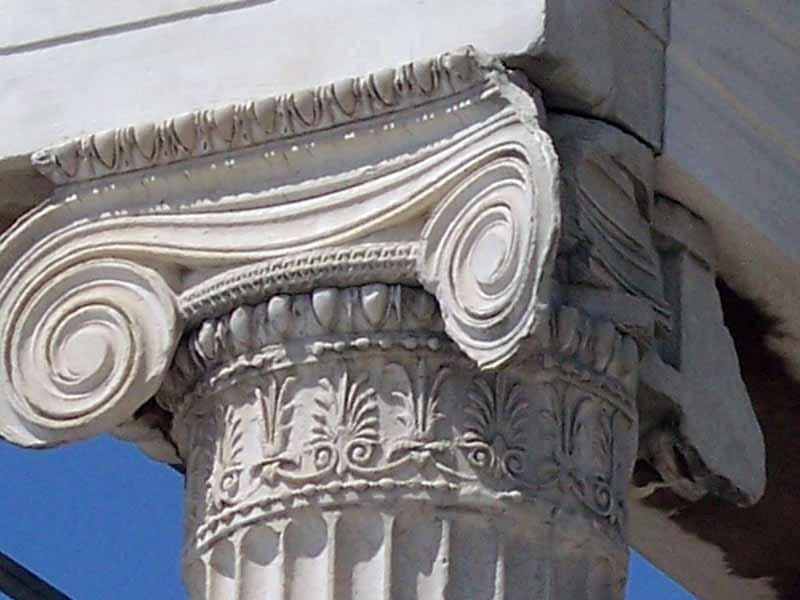 Capitel jónico del templete de las Cariátides (Acrópolis de Atenas)