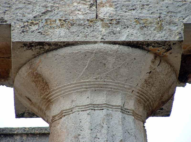 Capitel dórico del templo de Afaia en Egina.